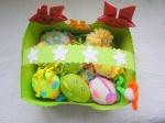 Cosulet din carton cu oua decorate cu plastilina